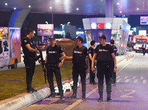 Полиция Турции на месте теракта в аэропорту Стамбула