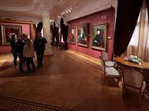 Посетители в галерее Александра Шилова