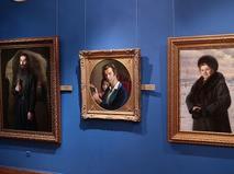 Зал с живописью в галерее Александра Шилова