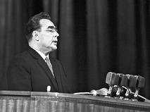 Леонид Ильич Брежнев выступает на митинге советско-китайской дружбы во Дворце спорта Центрального стадиона имени В.И. Ленина