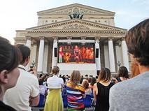 Трансляция оперы Большого театра на фасаде здания