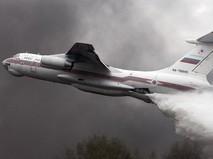 Самолет Ил-76 МЧС России во время тушения лесного пожара