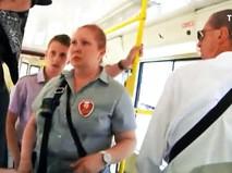 Безбилетные пассажиры трамвая устроили драку с контролерами