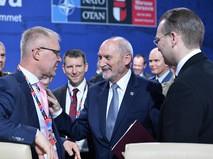 Министр обороны Эстонии Ханнес Хансо, министр обороны Польши Анатолий Мацеревич и министр обороны Финляндии Юсси Ниинисто