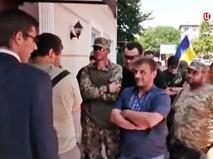 Украинские радикалы заблокировали в отеле сенаторов из Польши