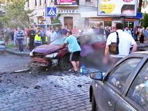 Последствия взрыва автомобиля с журналистом Павлом Шереметом