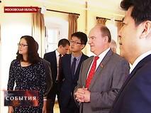 Геннадий Зюганов во время посещения музея китайской Коммунистической партии