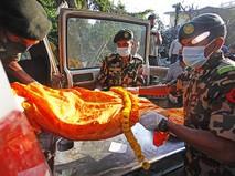 Эвакуация тел погибших в Непале