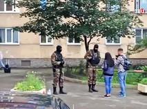 Бойцы спецназа во время спецоперации в Санкт-Петербурге