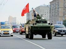 Кандидат в депутаты Госдумы Владимир Лакеев приехал на встречу с избирателями на броневике