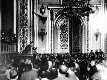 Генеральный секретарь Политбюро ЦК ВКП (б) Иосиф Сталин выступает на XV съезде ВКП (б)