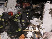 Разбор завалов после землетрясения в Италии