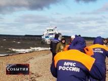 Эвакуация пассажиров севшего на мель в Якутии теплохода