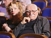 "Армен Джигарханян с супругой на концерте ""Три века Петербургского балета"""
