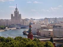 Вид на набережную Москвы-реки и высотку на Котельнической набережной