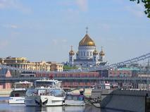 Храм Христа Спасителя и Крымский мост