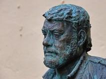 Памятник писателю Сергею Довлатову
