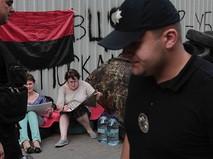 """Протестующие у здания украинского телеканала """"Интер"""" в Киеве"""
