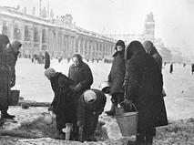 Ленинградские блокадники в очереди за водой