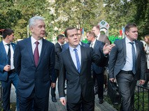 Дмитрий Медведев и Сергей Собянин осмотрели ход благоустройства дворовых территорий