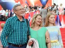 Александр Михайлов с супругой и дочерью на 38-м Московском Международном кинофестивале