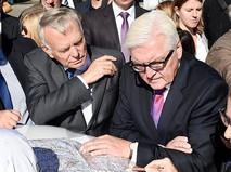 Министр иностранных дел и международного развития Франции Жан-Марк Эро и министр иностранных дел Германии Франк-Вальтер Штайнмайер