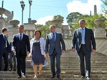 Владимир Путин, глава Республики Крым Сергей Аксёнов, Председатель Правительства Дмитрий Медведев и генеральный директор ГБК