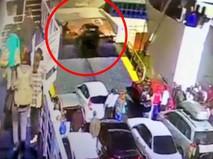 Автомобиль упал с парома в Керчи