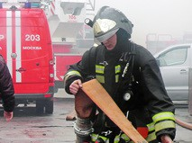 Пожарные на месте возгорания в Москве