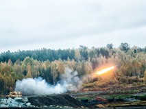 Запуск ракеты системы ТОС-1А