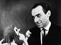 Артист Государственного центрального театра кукол Зиновий Гердт с куклой
