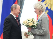 Владимир Путин и актриса Татьяна Васильева на церемонии вручения государственных наград в Кремле