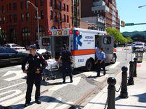 Скорая помощь и полиция на месте происшествия в Нью-Джерси