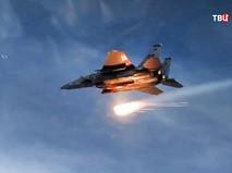 Истребитель ВВС США наносит авиаудар