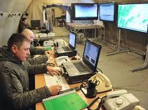 Военнослужащие в оперативном штабе
