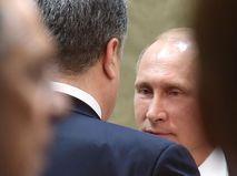 Петр Порошенко и Владимир Путин (справа)