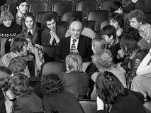 Ролан Быков беседует с молодёжью во Дворце пионеров и школьников им. А.Гайдара