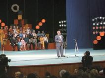 Ролан Быков выступает на Первом Международном фестивале кино- и телефильмов для детей и юношества