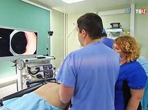 Хирурги проводят обследование