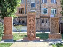 Каменные хачкары. Гюмри, Армения