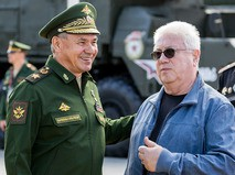Артист Владимир Винокур и министр обороны РФ Сергей Шойгу