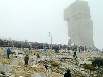 """Монумент-мемориал """"Маска скорби"""" в Магадане"""