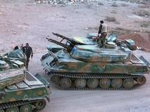 Правительственные войска Сирии осматривают изъятую у боевиков военную технику