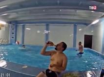 Распитие алкоголя в школьном бассейне
