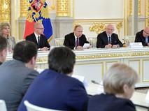 Президент РФ Владимир Путин во время заседания Совета по развитию гражданского общества и правам человека