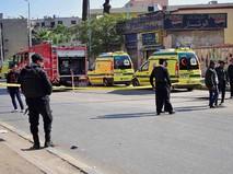 Полиция и скорая помощь на месте взрыва в Каире, Египет
