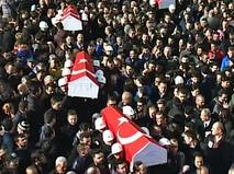 Прощание с погибшими при взрыве в Турции