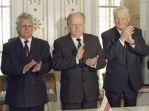 Леонид Кравчук, Станислав Шушкевич и Борис Ельцин после подписания Соглашения о создании СНГ