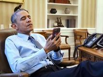 Барак Обама со смартфоном