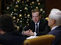 Председатель правительства России Дмитрий Медведев проводит совещание по выработке энергостратегии до 2035 года